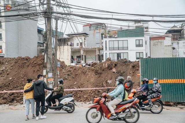 Cuộc sống người dân cạnh đại công trường đường vành đai nghìn tỷ: Ùn tắc, khói bụi, thậm chí ngã nhào - Ảnh 19.