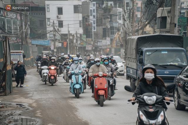 Cuộc sống người dân cạnh đại công trường đường vành đai nghìn tỷ: Ùn tắc, khói bụi, thậm chí ngã nhào - Ảnh 30.