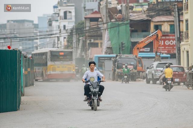 Cuộc sống người dân cạnh đại công trường đường vành đai nghìn tỷ: Ùn tắc, khói bụi, thậm chí ngã nhào - Ảnh 31.