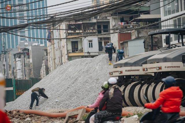 Cuộc sống người dân cạnh đại công trường đường vành đai nghìn tỷ: Ùn tắc, khói bụi, thậm chí ngã nhào - Ảnh 37.
