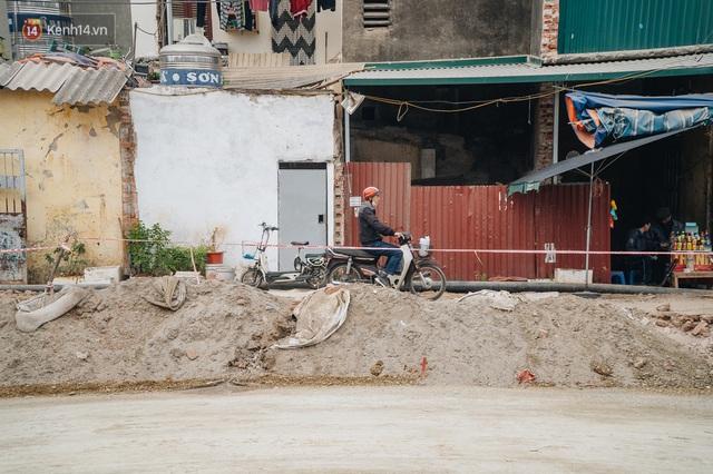 Cuộc sống người dân cạnh đại công trường đường vành đai nghìn tỷ: Ùn tắc, khói bụi, thậm chí ngã nhào - Ảnh 10.