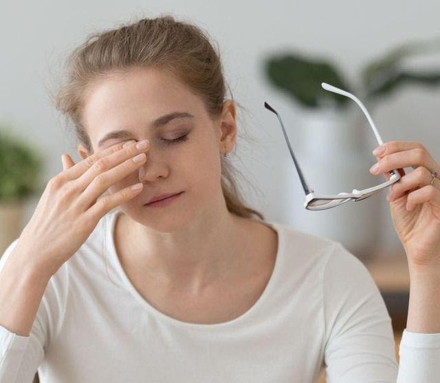 Người dùng điện thoại thường xuyên rất dễ gặp 7 kiểu chấn thương này: Đau khớp, hại mắt, ảnh hưởng không nhẹ tới cột sống - Ảnh 6.