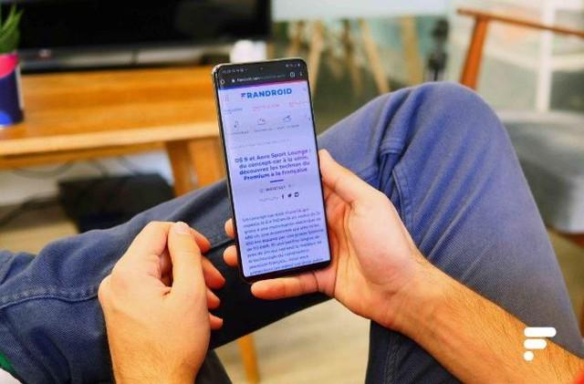 Top 6 smartphone cao cấp đáng sở hữu dịp cuối năm - Ảnh 1.