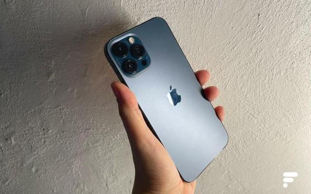 Top 6 smartphone cao cấp đáng sở hữu dịp cuối năm - Ảnh 2.