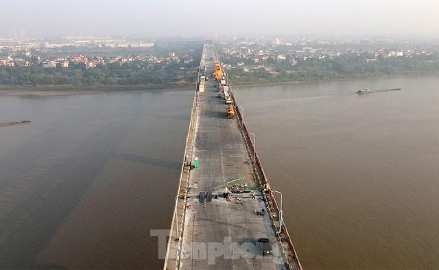 Cận cảnh đại công trường sửa chữa mặt cầu Thăng Long trước ngày thông xe - Ảnh 13.
