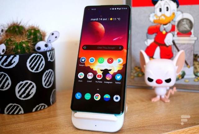 Top 6 smartphone cao cấp đáng sở hữu dịp cuối năm - Ảnh 3.
