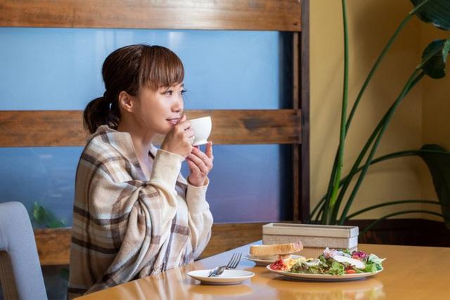 Ăn sáng theo 5 cách này chẳng khác nào tự hại bản thân, chưa kể còn sinh bệnh và làm phụ nữ béo phì, xuống sắc - Ảnh 1.