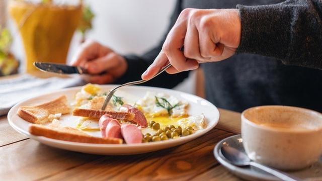 Ăn sáng theo 5 cách này chẳng khác nào tự hại bản thân, chưa kể còn sinh bệnh và làm phụ nữ béo phì, xuống sắc - Ảnh 2.