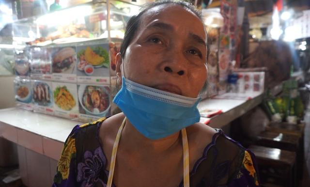 Cuối năm, chợ Bến Thành đìu hiu ngóng khách - Ảnh 1.