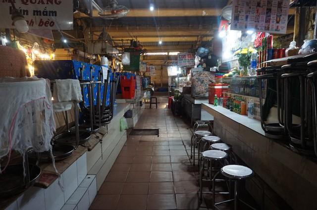 Cuối năm, chợ Bến Thành đìu hiu ngóng khách - Ảnh 5.