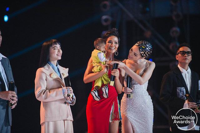 Hành trình 7 năm của WeChoice Awards: Dấu ấn diệu kỳ của tình yêu, tình người và những niềm tự hào mang tên Việt Nam - Ảnh 50.