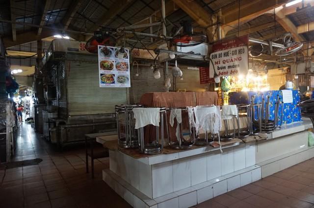 Cuối năm, chợ Bến Thành đìu hiu ngóng khách - Ảnh 7.