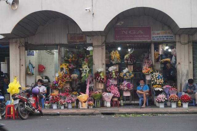 Cuối năm, chợ Bến Thành đìu hiu ngóng khách - Ảnh 8.