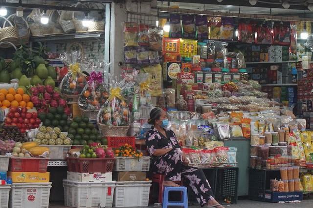 Cuối năm, chợ Bến Thành đìu hiu ngóng khách - Ảnh 9.