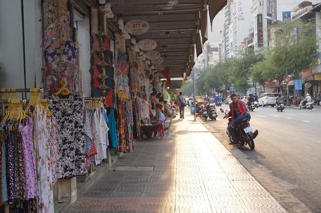 Cuối năm, chợ Bến Thành đìu hiu ngóng khách - Ảnh 10.