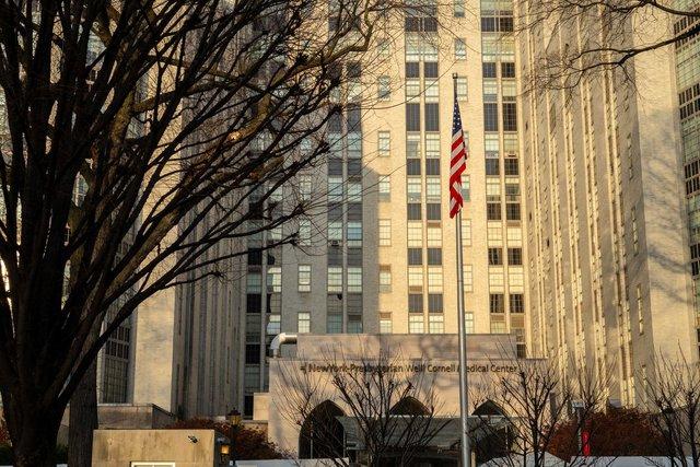 Nhìn lại cuộc khủng hoảng kép ở ngân hàng hàng đầu nước Mỹ: CEO thập tử nhất sinh, ngoài kia Covid-19 càn quét nền kinh tế - Ảnh 2.