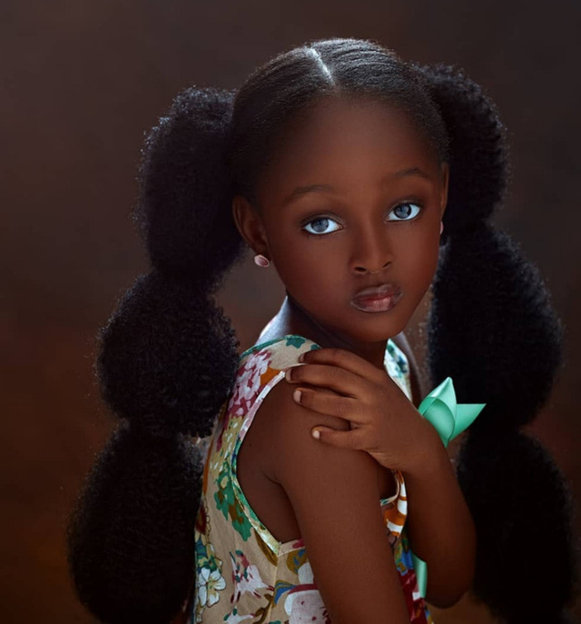 Bất ngờ đổi đời sau loạt ảnh 2 năm trước, Cô bé châu Phi đẹp nhất thế giới giờ vẫn đẹp nao lòng nhưng cách cha mẹ dạy dỗ mới đáng chú ý - Ảnh 4.