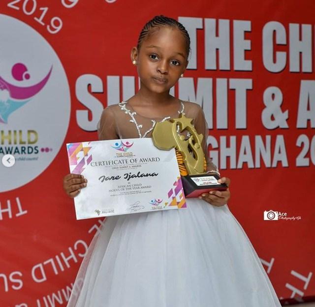 Bất ngờ đổi đời sau loạt ảnh 2 năm trước, Cô bé châu Phi đẹp nhất thế giới giờ vẫn đẹp nao lòng nhưng cách cha mẹ dạy dỗ mới đáng chú ý - Ảnh 9.