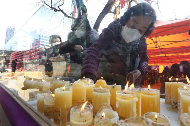 Ác mộng thực sự mang tên thi đại học ở Hàn Quốc: Cấm cung ôn thi để tránh dịch, sợ trượt trường top hơn cả sợ Covid-19 - Ảnh 2.