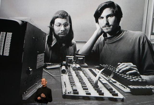 Điều gì khiến áo cổ lọ trở thành trang phục không thể thiếu của giới nghệ sĩ, doanh nhân: Steve Jobs mua hơn trăm cái, khuấy đảo làng thời trang thế kỷ 20? - Ảnh 2.