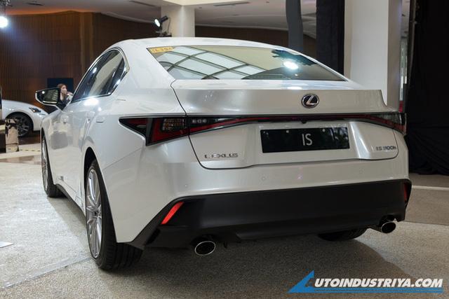 Lexus IS mới sắp ra mắt Việt Nam: 3 phiên bản, giá khó thấp hơn 2 tỷ đồng, đối thủ Mercedes C-Class và BMW 3-Series - Ảnh 2.