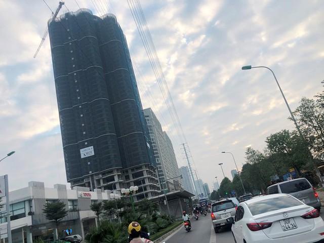 Cận cảnh cao ốc nhấn chìm con đường BT Hà Nội - Ảnh 5.