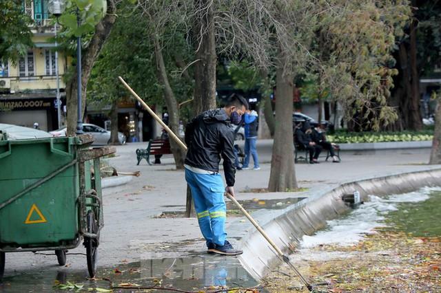 Người lao động ở Hà Nội mưu sinh trong đợt rét mạnh nhất từ đầu mùa đông - Ảnh 6.