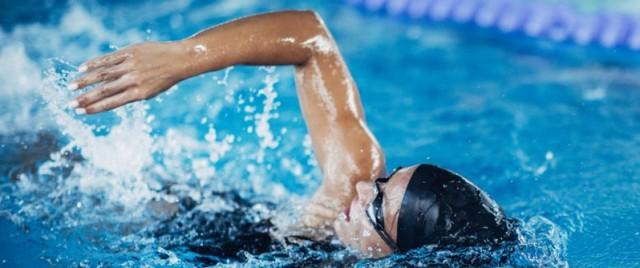 Bơi lội hay chạy bộ tốt hơn cho sức khỏe: Chuyên gia thể thao chỉ ra điểm cần đặc biệt lưu ý khi lựa chọn cách luyện tập - Ảnh 2.