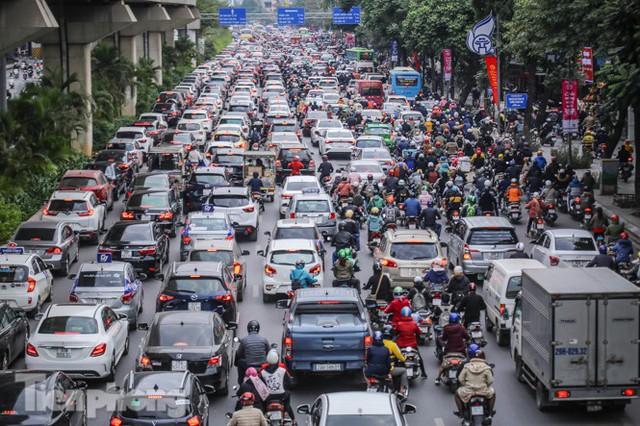 Ma trận ùn tắc giao thông ở Hà Nội ngày cuối năm - Ảnh 1.