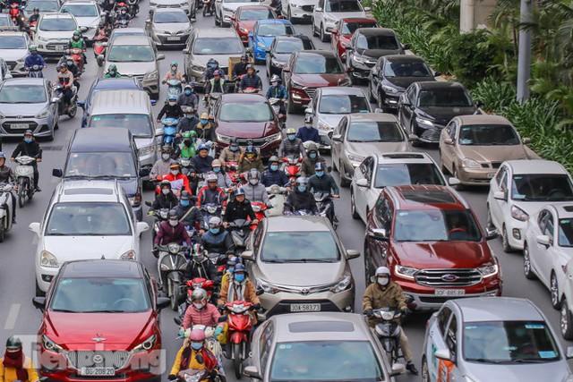 Ma trận ùn tắc giao thông ở Hà Nội ngày cuối năm - Ảnh 2.