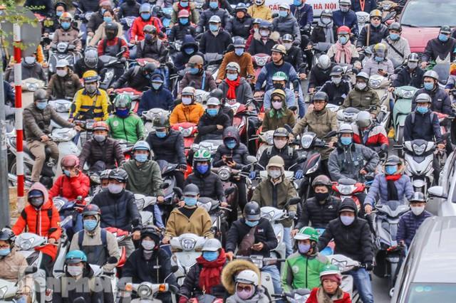 Ma trận ùn tắc giao thông ở Hà Nội ngày cuối năm - Ảnh 11.