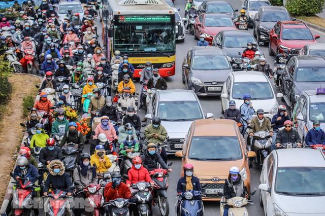 Ma trận ùn tắc giao thông ở Hà Nội ngày cuối năm - Ảnh 3.