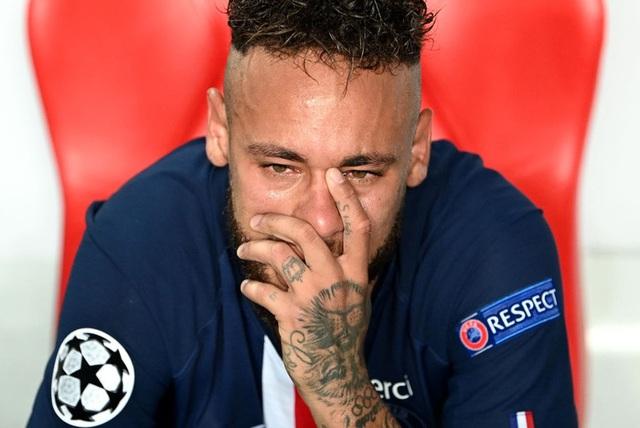 20 khoảnh khắc thể thao ấn tượng nhất 2020: Gương mặt nhòa lệ của cầu thủ đắt nhất thế giới, nỗ lực cứu bóng khiến anh chàng VĐV in mặt lên tường - Ảnh 3.