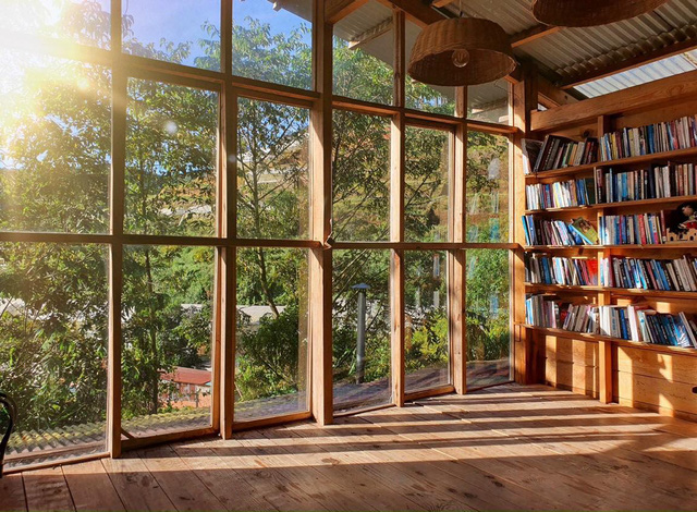 Chàng trai bỏ du học về Đà Lạt dựng ngôi nhà gỗ xinh xắn, làm nông trại và kể câu chuyện thời thanh xuân của riêng mình - Ảnh 28.