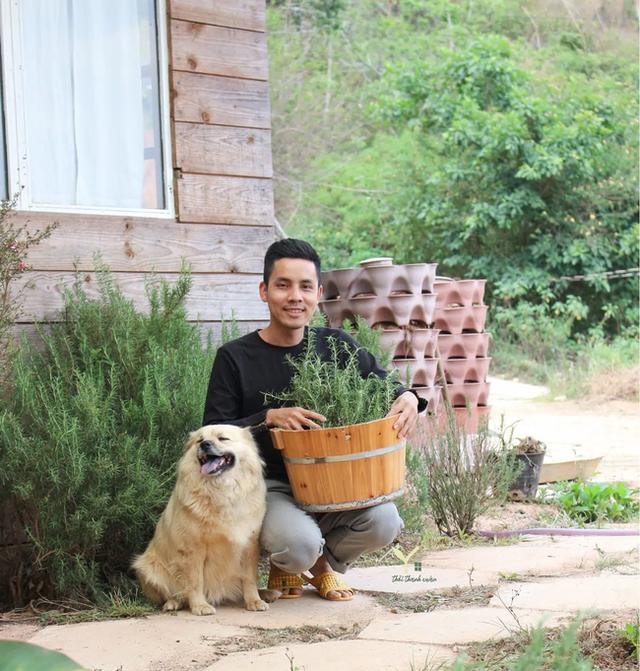Chàng trai bỏ du học về Đà Lạt dựng ngôi nhà gỗ xinh xắn, làm nông trại và kể câu chuyện thời thanh xuân của riêng mình - Ảnh 29.