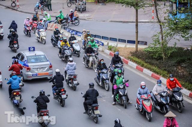 Ma trận ùn tắc giao thông ở Hà Nội ngày cuối năm - Ảnh 4.