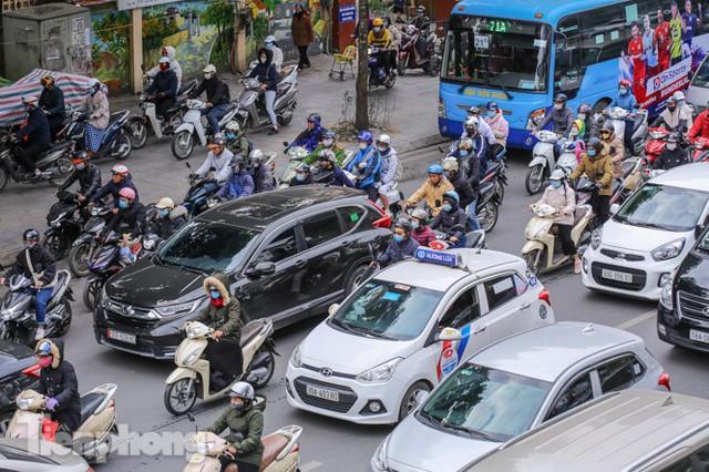 Ma trận ùn tắc giao thông ở Hà Nội ngày cuối năm - Ảnh 7.
