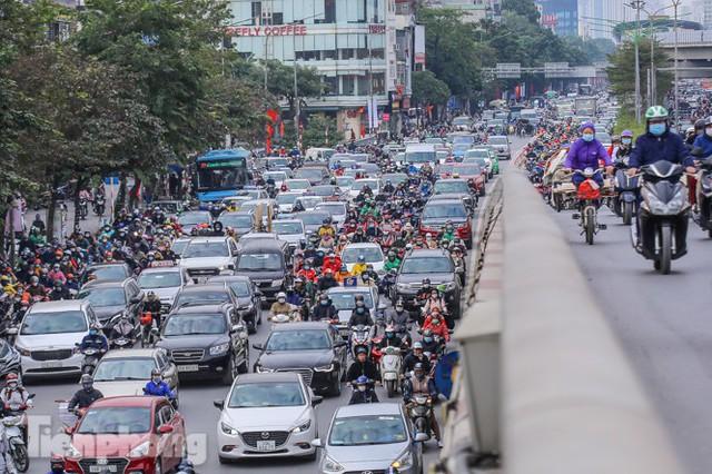 Ma trận ùn tắc giao thông ở Hà Nội ngày cuối năm - Ảnh 8.