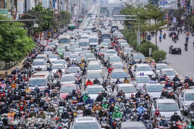 Ma trận ùn tắc giao thông ở Hà Nội ngày cuối năm - Ảnh 10.