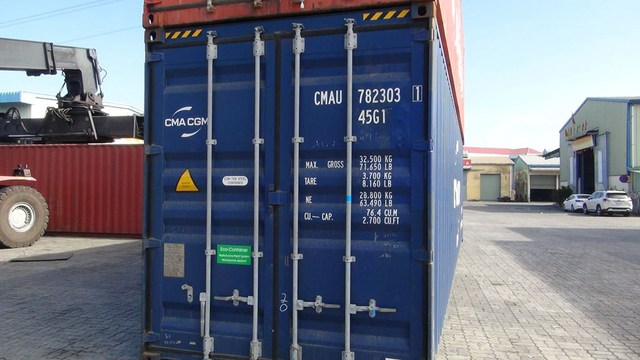 Phát hiện 2 container găng tay nghi đã qua sử dụng, nhập khẩu từ Trung Quốc - Ảnh 1.