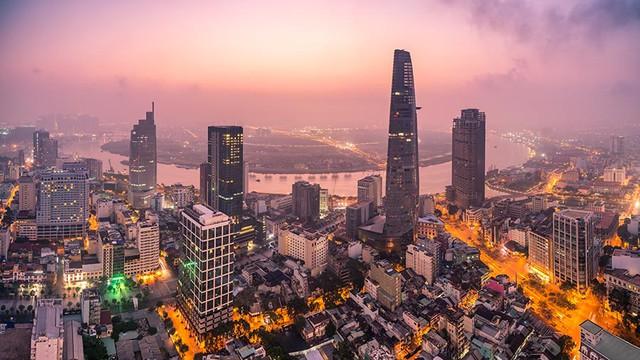 Nhìn lại M&A 2020: Tại sao KKR đổ tiền vào Vingroup, nhà đầu tư Thái đổ xô vào năng lượng  tái tạo bất chấp Covid-19? - Ảnh 2.