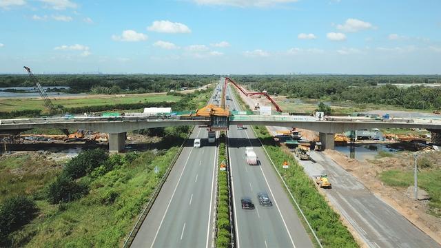 Hợp long cầu vượt nút giao đường 319 với cao tốc Tp.HCM - Long Thành - Dầu Giây, đất nền Nhơn Trạch rục rịch trở lại - Ảnh 1.