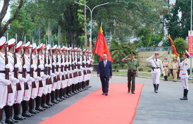 Chùm ảnh: Thủ tướng dự và phát biểu chỉ đạo Hội nghị Công an toàn quốc - Ảnh 1.