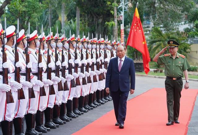 Chùm ảnh: Thủ tướng dự và phát biểu chỉ đạo Hội nghị Công an toàn quốc - Ảnh 2.