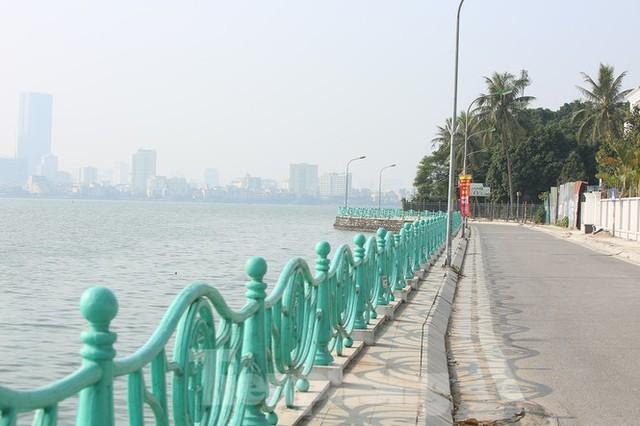 Rét đầu đông, dân Hà Nội kín mít đi làm, Hồ Tây vắng bóng người qua lại - Ảnh 14.