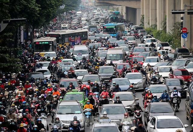 Rét đầu đông, dân Hà Nội kín mít đi làm, Hồ Tây vắng bóng người qua lại - Ảnh 9.