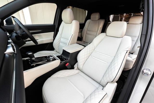 Ra mắt Mazda CX-8 2021: Giá quy đổi từ 1,05 tỷ đồng, phả hơi nóng lên Hyundai Santa Fe - Ảnh 9.