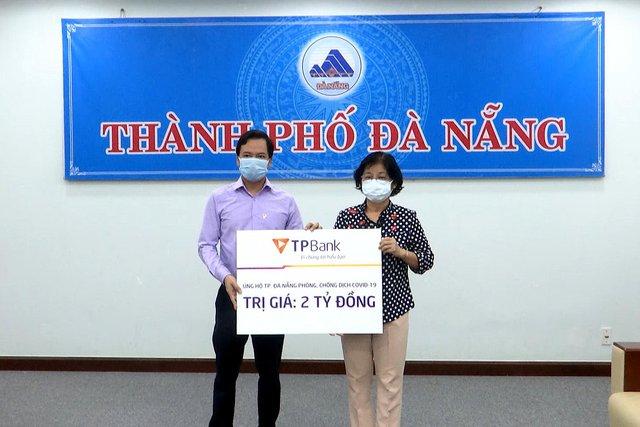 Hai doanh nghiệp của ông Đỗ Minh Phú ủng hộ Đà Nẵng 4 tỷ đồng - Ảnh 1.