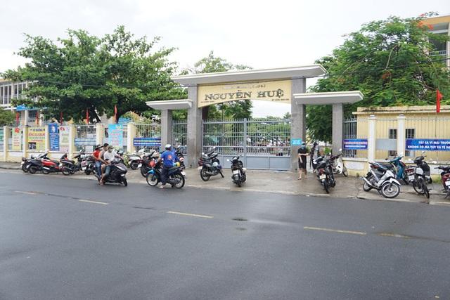 [Ảnh] Vào khu phong toả ở Đà Nẵng, tận mắt chứng kiến quy trình lấy mẫu xét nghiệm Covid-19 - Ảnh 1.