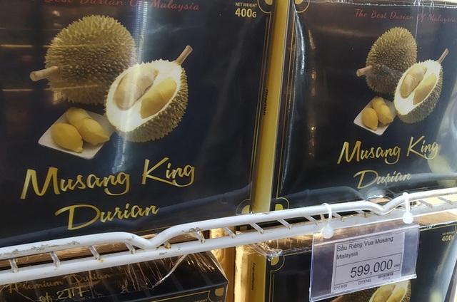 Sầu riêng Malaysia giá tiền triệu vẫn cháy hàng giữa lúc sầu riêng Việt rẻ rề - Ảnh 2.
